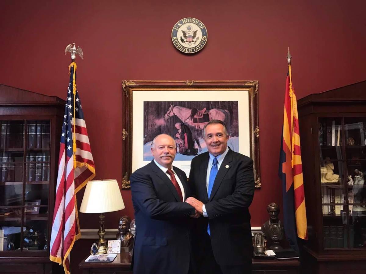 Голова СЮУ Святослав Піскун та конгресмен США Тренд Френкс.