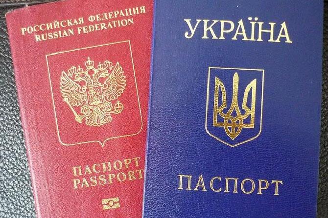 Порошенко ввів в дію рішення РНБО про в'їзд в Україну росіян за біометричними паспортами
